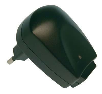 EL421740 Skytronic USB Netzteil / Ladegerät 500mA